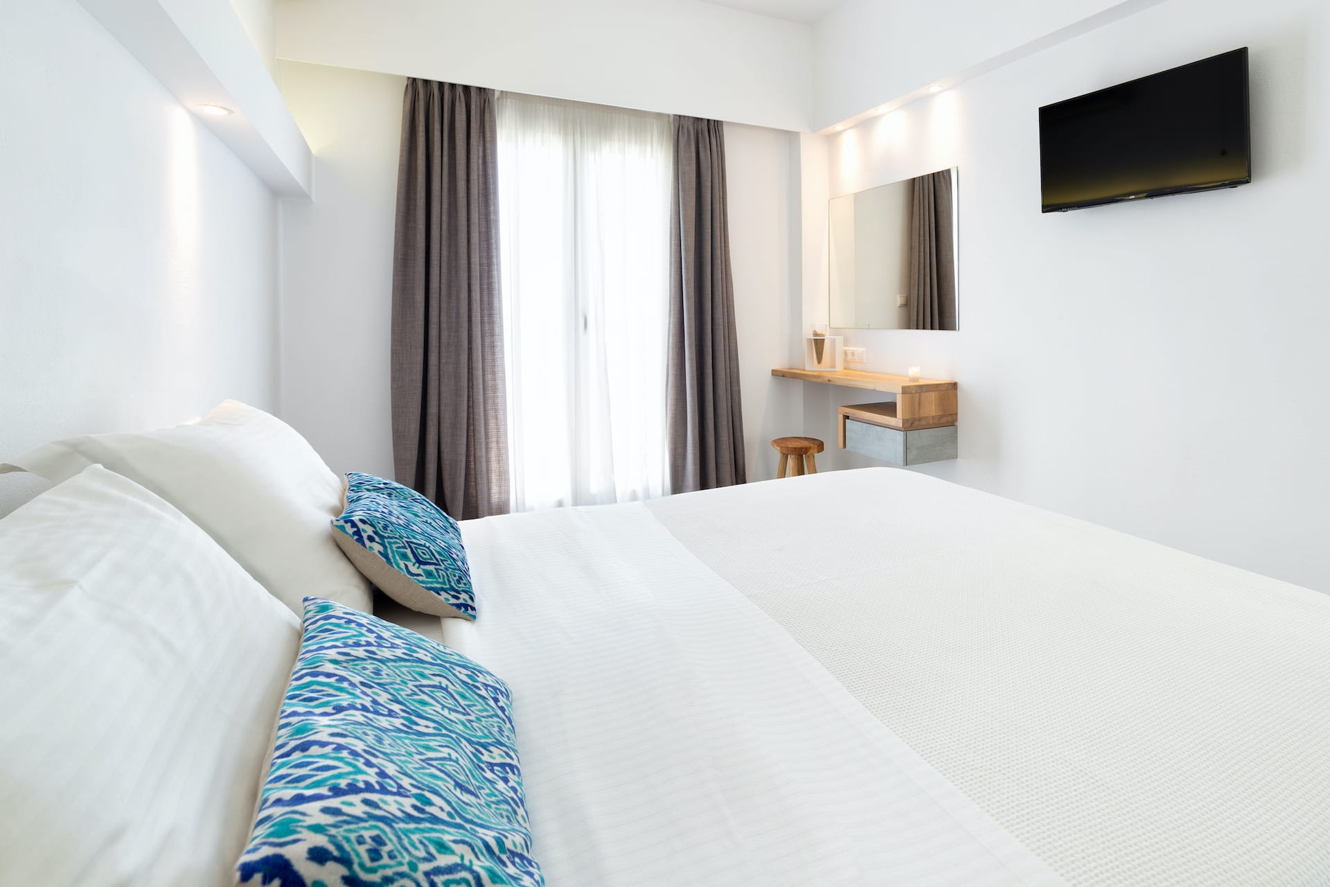 Standard double rooms in Paros