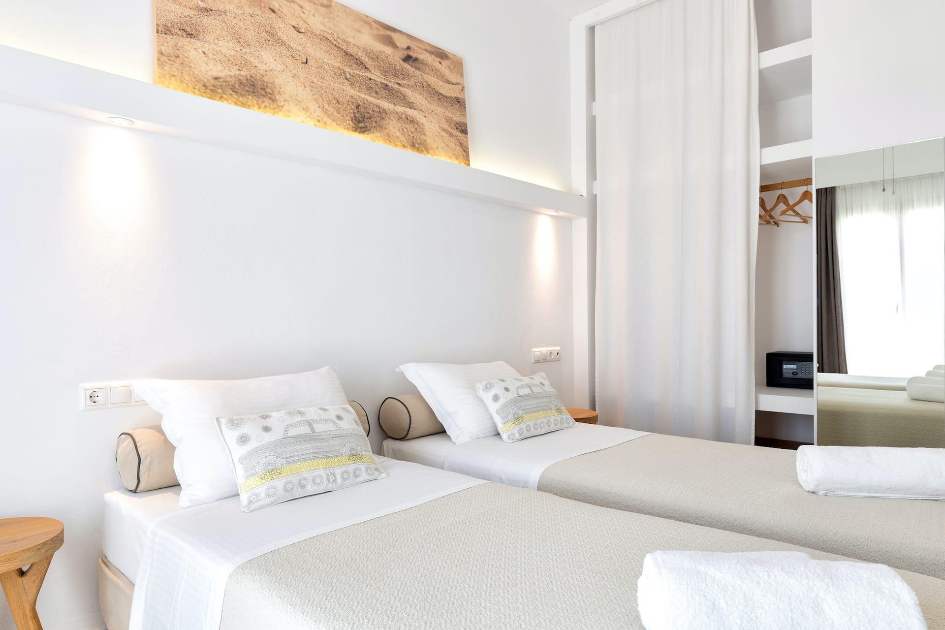 Godlend Beach Hotel Private yard apartment in Paros